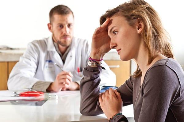 Девушка на приеме у психотерапевта