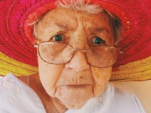 агрессивная бабушка