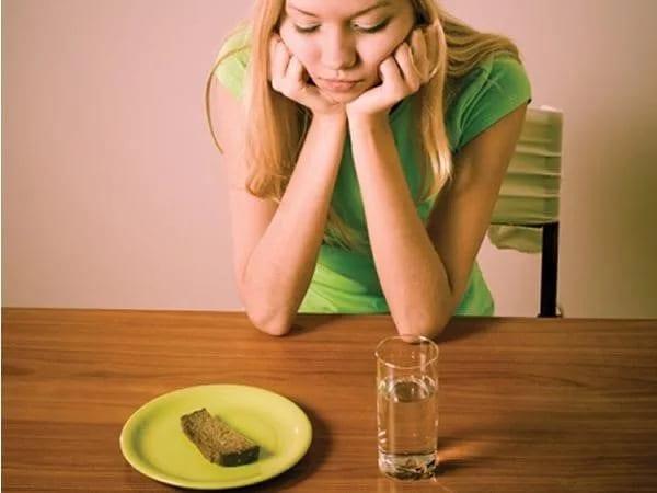 Девушка с заболеванием - анорексия