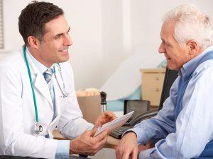 психиатр с пенсионером
