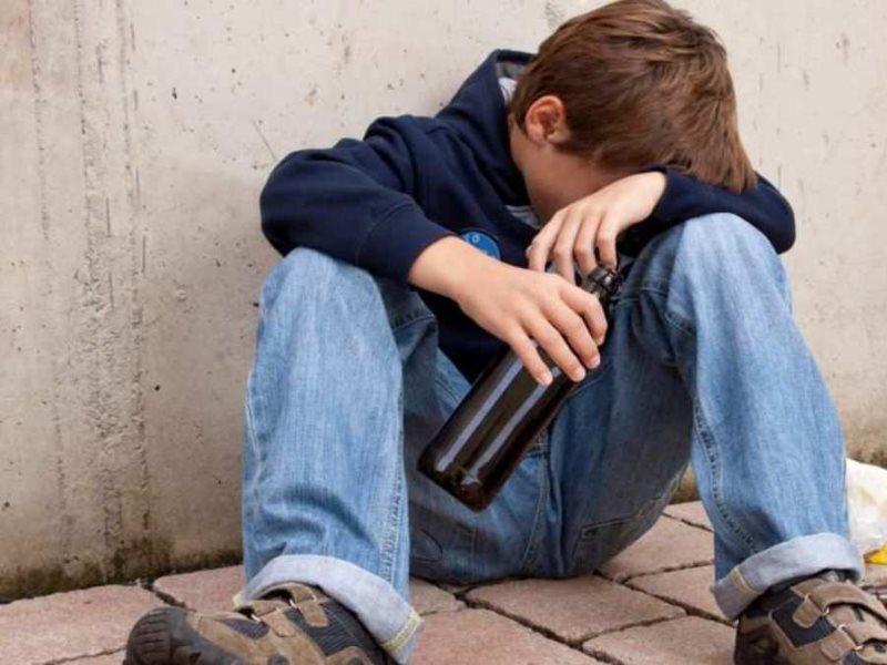 Подросток в алкогольном опьянении